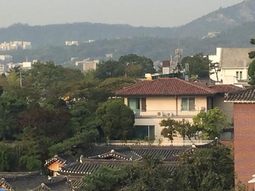 [단독] 故 정주영 회장 가회동 자택 매물로…당대 거부들 거쳐간 명당 새주인은?
