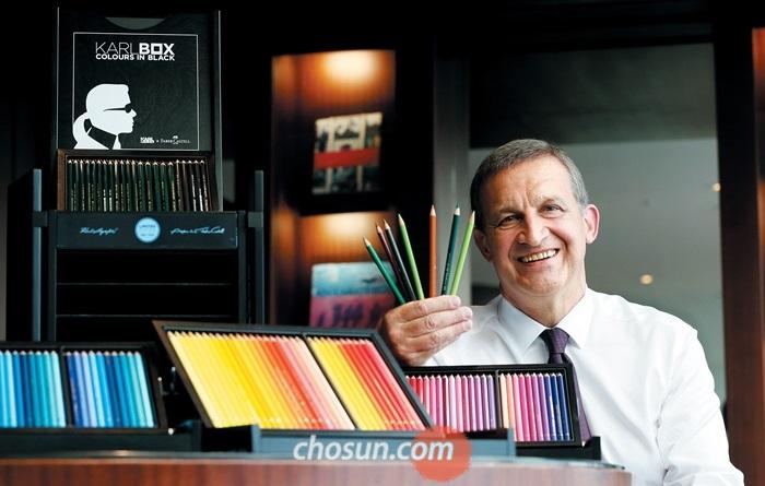 [Why] 손글씨를 잃어버린 시대, 300만원 색연필 상자세트 없어서 못판다는데…