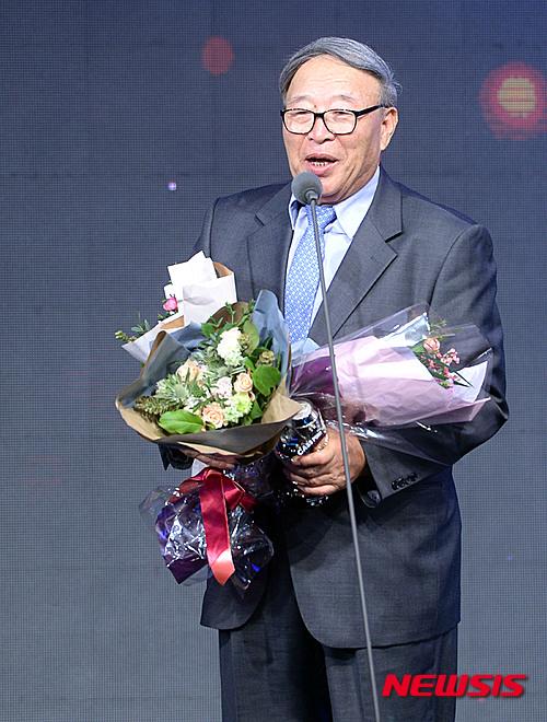 김응룡 전 감독, 스포츠투아이 '야구학교' 총감독 부임