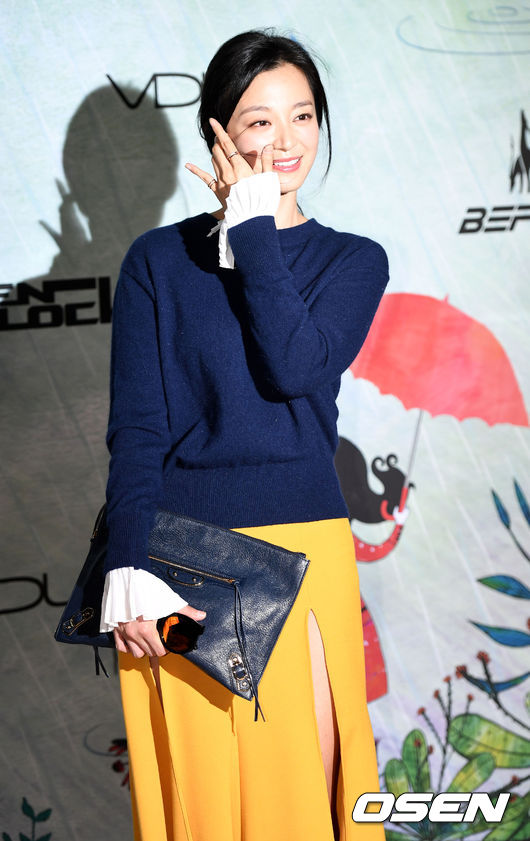 [사진]포토월서 포즈 취하는 송지인