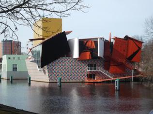 네덜란드 그로닝겐에 있는 그로닝거 미술관(1994년). 포스트모더니즘 양식을 띠는 멘디니의 첫 건축 작품으로 죽기 전에 꼭 가봐야 할 건축물로 꼽힌다./사진 제공=아틀리에 멘디니.