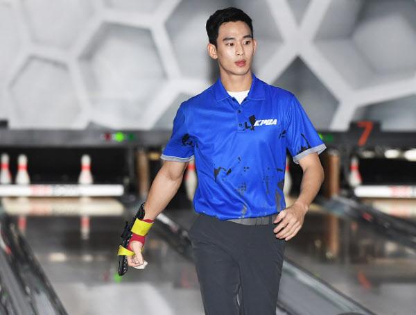 """""""프리패스 주겠다"""" 거절한 배우 김수현, 프로볼러 1차 테스트 가볍게 통과"""