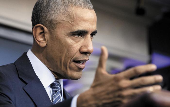 """버락 오바마 미국 대통령은 14일(현지 시각) 백악관 기자회견에서""""도널드 트럼프 대통령 당선인은 실용주의자""""라며""""그가 대통령 직무 수행에 적응하기까지 시간을 줘야 한다""""고 말했다."""