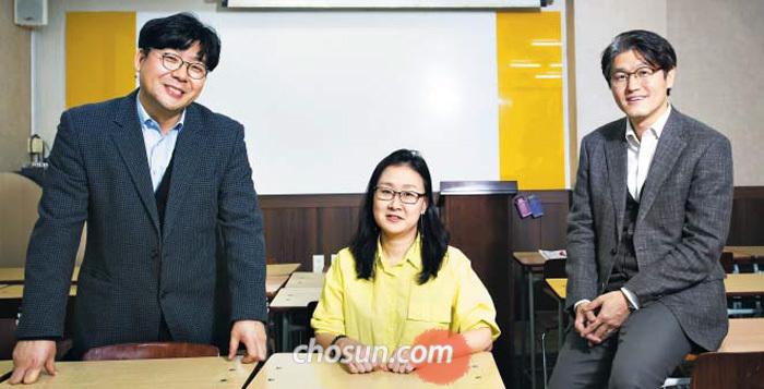 (왼쪽부터) 김치삼 KNS어학원장, 이지정 KNS어학원 고등부 총괄이사, 성기용 KNS에듀 진로진학연구소장.