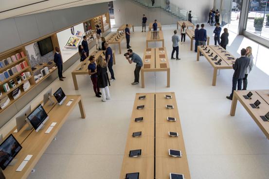 미국 샌프란시스코 유니언 스퀘어에 있는 애플스토어 내부의 모습 / 블룸버그 제공