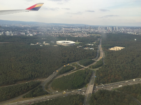 공항 착륙 직전 보이는 프랑크푸르트와 교외 풍경