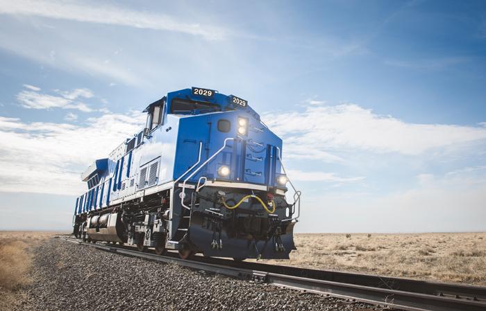철도를 달리는 데이터센터로 불리는 GE의 '티어 4 에볼루션 시리즈 기관차'가 미국 콜로라도 주 푸에블로에서 시험 운행을 하고 있다