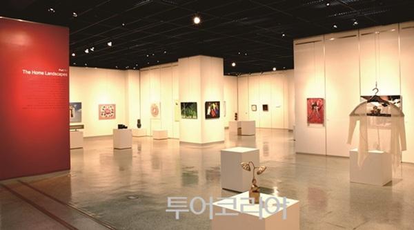 전기박물관에서 미술품도 감상할 수 있는 갤러리도 있다.