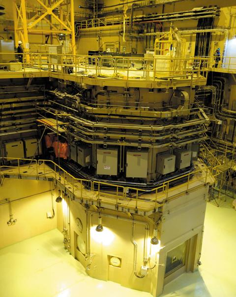 한국원자력연구원과 대우건설이 요르단 과학기술대학 내에 건설한 요르단 연구용 원자로(JRTR)의 원자로실 내부.