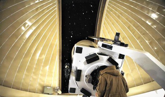 경기도 과천의 국립과천과학관의 천체관측소에선 1m 구경 반사망원경을 비롯해 다양한 굴절 및 반사망원경으로 계절별 대표 천체를 관측할 수 있다.