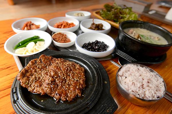 맛있게 구워진 광주 송정동 떡갈비