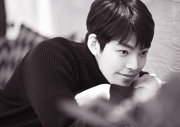 캐릭터의 외피를 벗은 스물 여섯의 맑고 순한 청년 김우빈.'