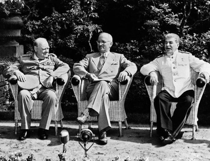 포츠담 회담에 참가한 처칠(왼쪽부터) 영국 총리, 트루먼 미 대통령, 스탈린 소련 공산당 서기장.