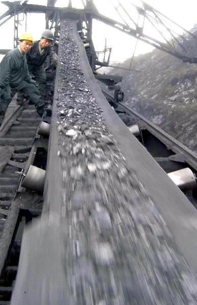 "VOA ""중국, 북한산 석탄 수입 재개한 듯"""