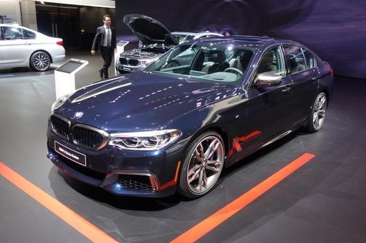 이번 모터쇼에서 세계 최초로 공개된 도요타 신형 캠리(위)와 BMW 신형 5시리즈(아래)/진상훈 기자
