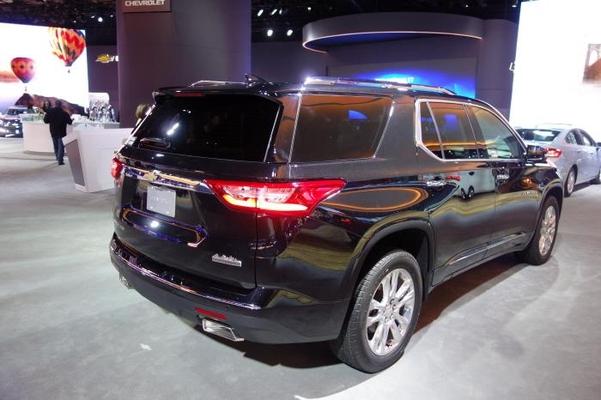 GM의 대형 SUV인 쉐보레 트래버스의 전면부와 측면부, 후면부/진상훈 기자