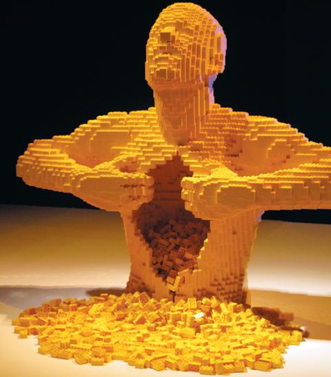 사진은 레고 조각으로 만든 조형물.
