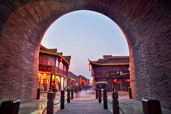 양저우 옛 관리들의 주택가를 탈바꿈한 양저우 대표 쇼핑거리, 동관가