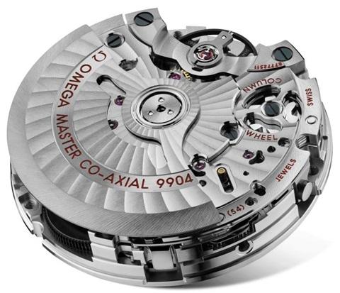 시간 오차를 줄인 무브먼트 '칼리버 9904 마스터 크로노미터'.