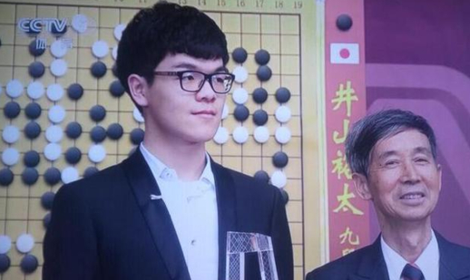 커제 9단이 오는 4월 중국 저장성 우전에서 알파고와 공식 바둑 대국을 벌인다고 중화권 매체들이 보도했다./중국 CCTV