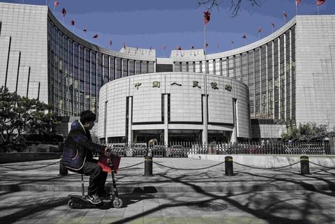 중국 인민은행은 1월에 외환보유액이 심리적 마지노선으로 통하던 3조달러 밑으로 떨어졌다고 7일 발표했다. /블룸버그
