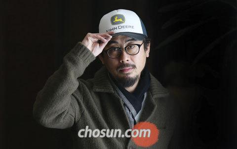 """나홍진 영화감독은 """"이 영화를 왜 만들어야 하는지를 끊임없이 질문하게 되면"""