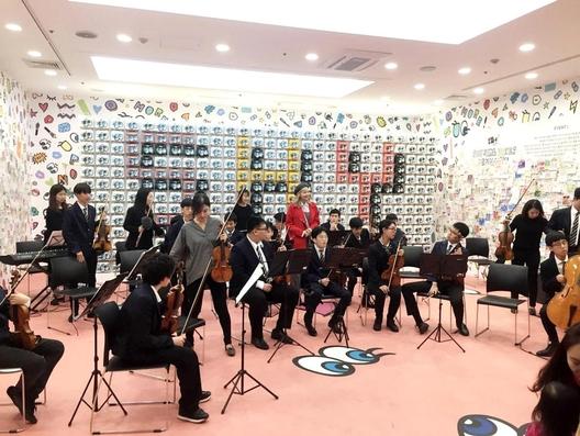 지난 9월부터 11월까지 예술에 전당에서 열린 '샤이걸은 덴마크를 좋아해' 프로젝트 중 플레이노모어가 후원하는 단체인 에이블아트의 장애 청소년들이 콘서트를 열고 있다./사진=플레이노모어 제공