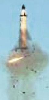 발사관에서 증기압 등으로 미사일을 밀어 올린 뒤 공중에서 엔진을 점화해 발사하는 방식