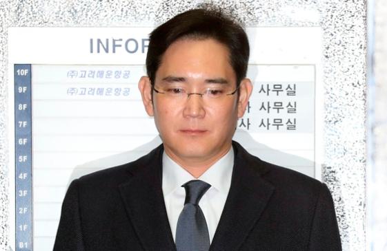 """외신 """"韓 부와 권력 상징이 체포""""…이재용 부회장 구속 일제히 타전"""