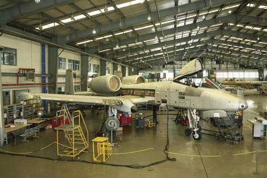 창정비중인 미국 A10 전투기./대한항공 제공