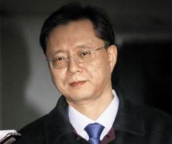 19일 오전 우병우 전 청와대 민정수석비서관이 직권남용 등의 혐의로 특검에서 밤샘 조사를 받고 나오고 있다.