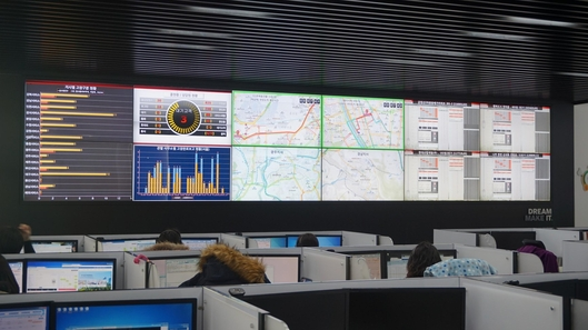 경기도 이천시 부발읍에 위치한 현대엘리베이터 고객관리센터(HCCC)에서 실시간으로 전국의 엘리베이터를 관리하고 있다. /조지원 기자