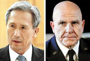 김관진 안보실장(왼쪽), 맥매스터 안보보좌관.