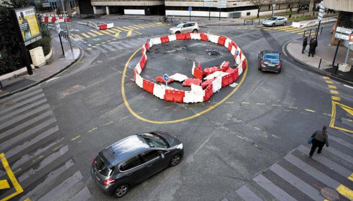 프랑스 서부 보르도시(市)의 한 교차로가 3색 신호등 대신 회전 교차로 방식으로 운영되고 있다.