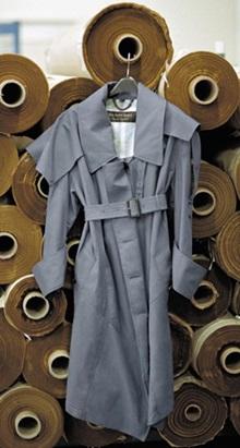 다양한 스타일과 색상으로 선보인 버버리 '트로피컬 개버딘 트렌치코트'