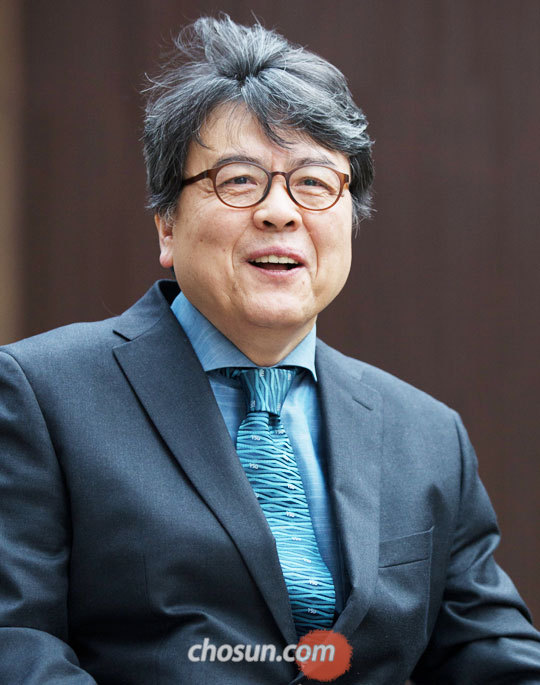 '한국 가톨릭의 역사'를 펴낸 서정민 교수.