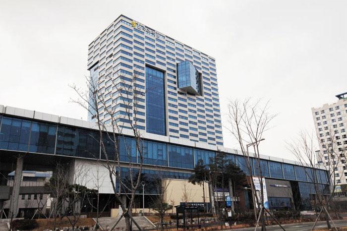 대구광역시 동구 신서동 한국감정원 본사 건물. 감정원은 4월부터 편하고 안전한 '부동산 전자계약'을 전국으로 확대 시행한다.