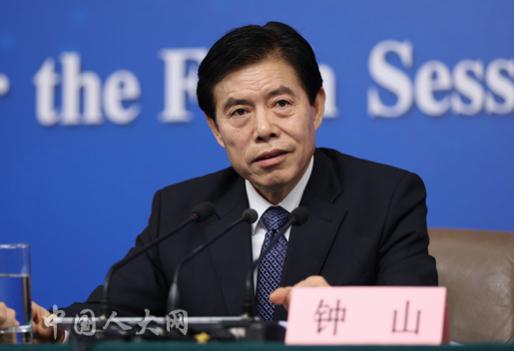 종산 중국 상무부 신임 부장은 11일 베이징 에서 기자회견를 갖고 비이성적이고 맹목적인 해외투자에 대한 감독 강화를 확인했다. /중국인대망