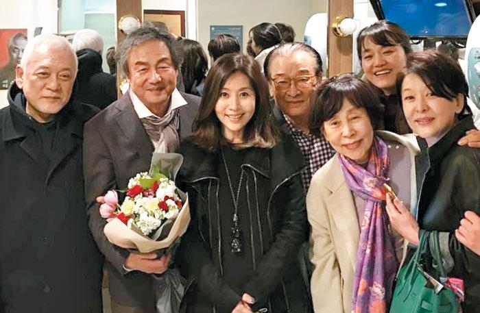 왼쪽부터 김한길·정동환·최명길·이순재·손숙·김소희·윤석화.
