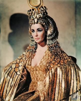 1963년 영화 '클레오파트라'의 엘리자베스 테일러는 뱀을 휘어감은 듯한 형상의 불가리 주얼리를 착용해 큰 화제가 됐다. /사진=핀터레스트