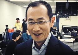 2012년 노벨 생리·의학상 수상자인 야마나카 신야 일본 교토대 교수가 지난 1일 교토대 유도만능줄기세포(iPS세포) 연구센터에서 iPS 세포 연구에 대해 설명하고 있다.