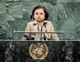 """UN 연단 위에 메리언을 합성한 사진. 한 캐나다인이 """"새로운 지구 대통령""""으로 소개했다."""