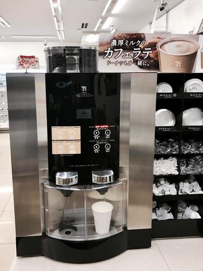 일본 세븐앤아이홀딩스가 일본 내 세븐일레븐에서 사용하는 드립커피 머신. 세븐일레븐의 이 커피는 일본 유명 경제지 '닛케이트렌디'가 뽑은 2013년 올해의 히트 상품 1위에 선정됐다./ 유진우 기자