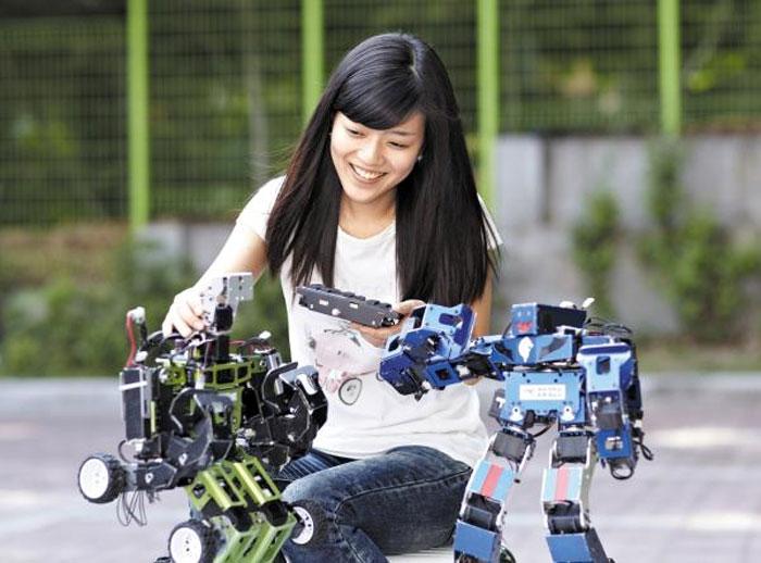 광운대 로봇학부는 융·복합적 커리큘럼과 다각도의 교육 시스템, 세계 최초 대학생 로봇게임단을 운영하고 있다.