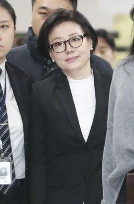 신격호 총괄회장과 사실혼 관계인 서미경씨가 20일 서울중앙지법에 출석하고 있다./연합뉴스 제공