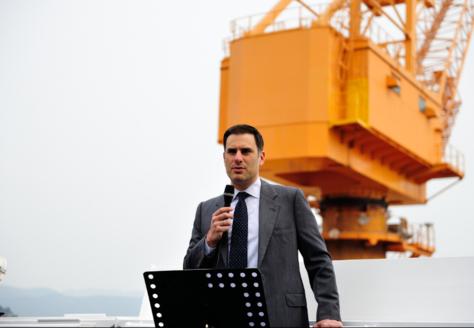 스콜피오 탱커스 선박의 수석감독관 소트리오스 카사라스가 20일 선박의 성공적인 건조에 대한 감사인사를 전달하고 있다./성동조선해양