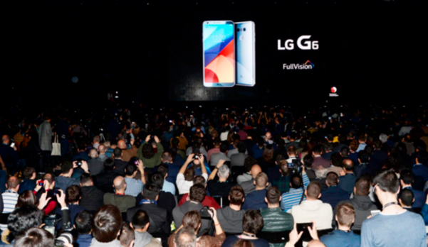 LG전자는 '모바일 월드 콩그레스(MWC) 2017' 개막 하루 전인 2017년 2월 26일(현지시간) 스폐인 바르셀로나에서 신제품 스마트폰 'G6' 공개 행사를 열었다. / LG전자 제공