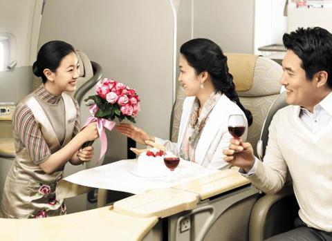 아시아나항공 일등석 서비스 장면. /아시아나항공 제공