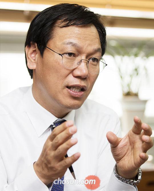가계(家計) 재무컨설팅 전문가인 오종윤 한국재무설계 대표가 본지 인터뷰에서 과도한 사교육이 은퇴 준비에 미치는 영향을 설명하고 있다.