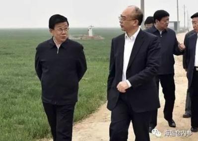 선전을 중국의 실리콘밸리로 키운 쉬친(오른쪽) 허베이성 부서기가 자오커즈 서기와 함께 슝안신구를 시찰했다./중국청년보